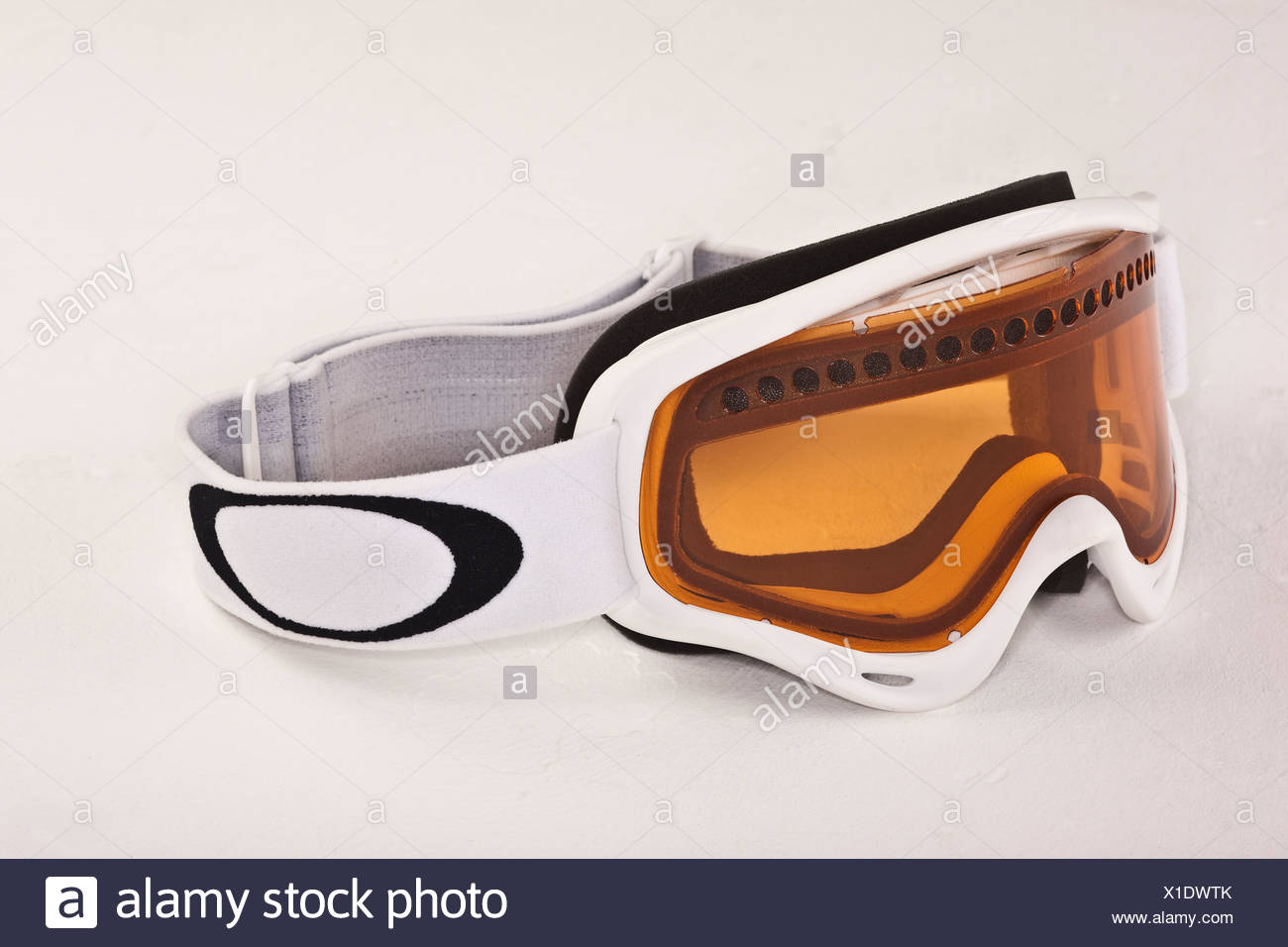 Aki goggles with headband and yellow tinted glass - Stock Image