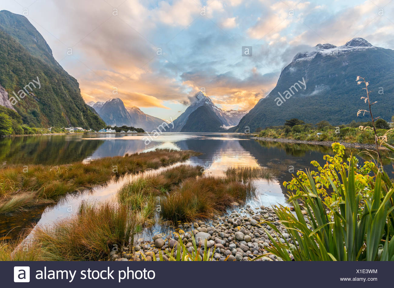 Mitre Peak, Sunset, Milford Sound, Fiordland National Park, Te Anau, Southland Region, Southland, New Zealand, Oceania - Stock Image
