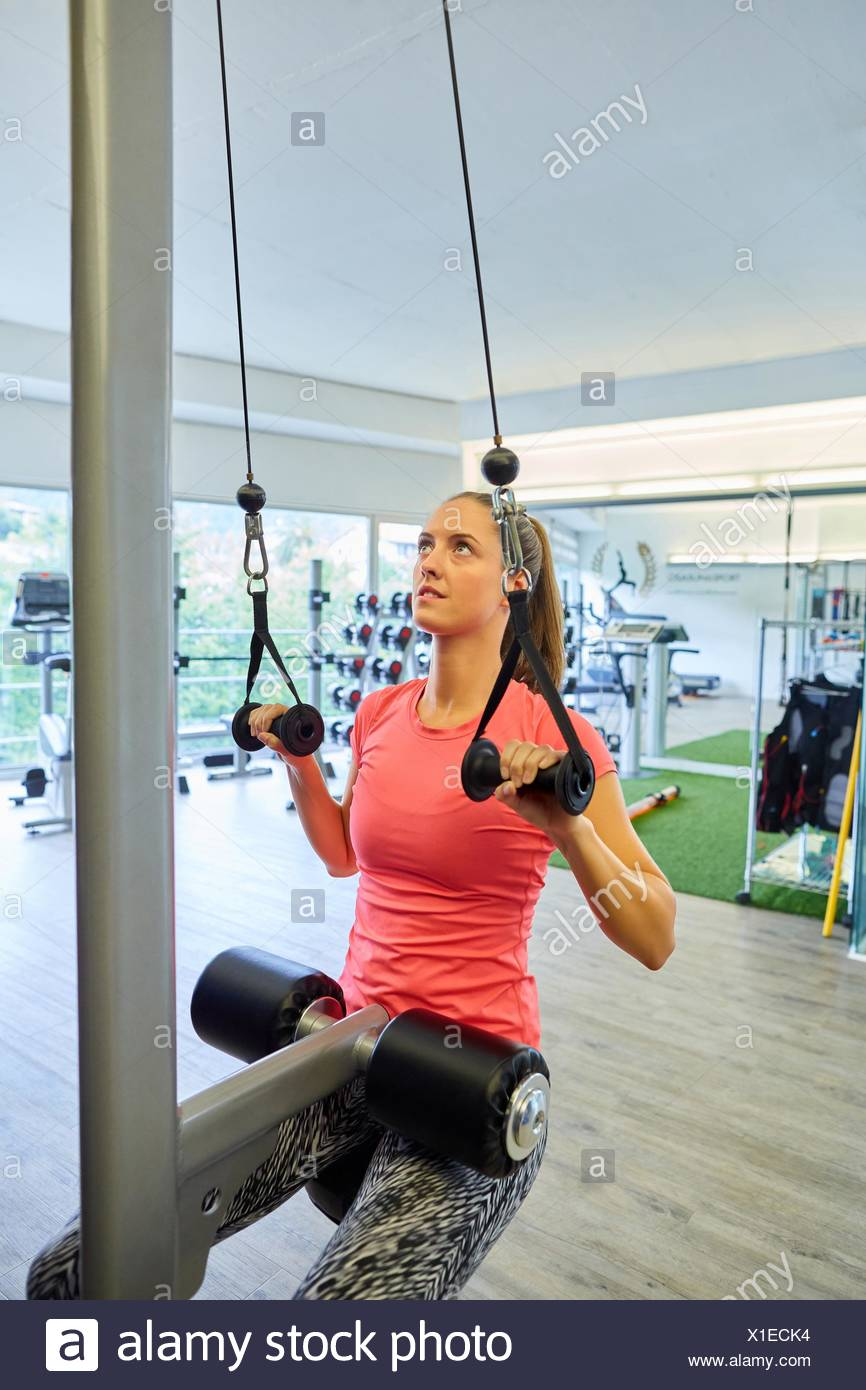 Woman training in gym, Strength Training Machine - Stock Image