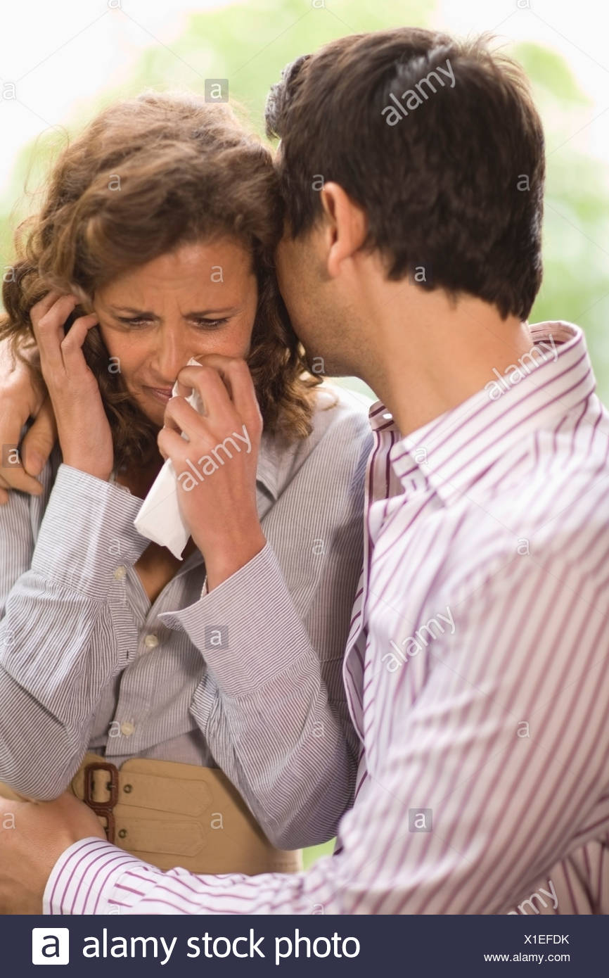 Man consoling a woman - Stock Image
