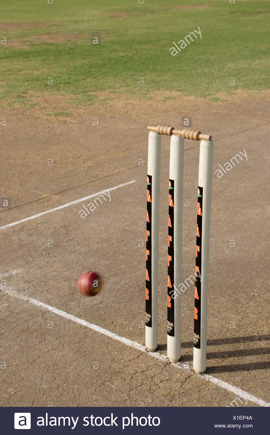 Cricket ball approaching stumps - Stock Image