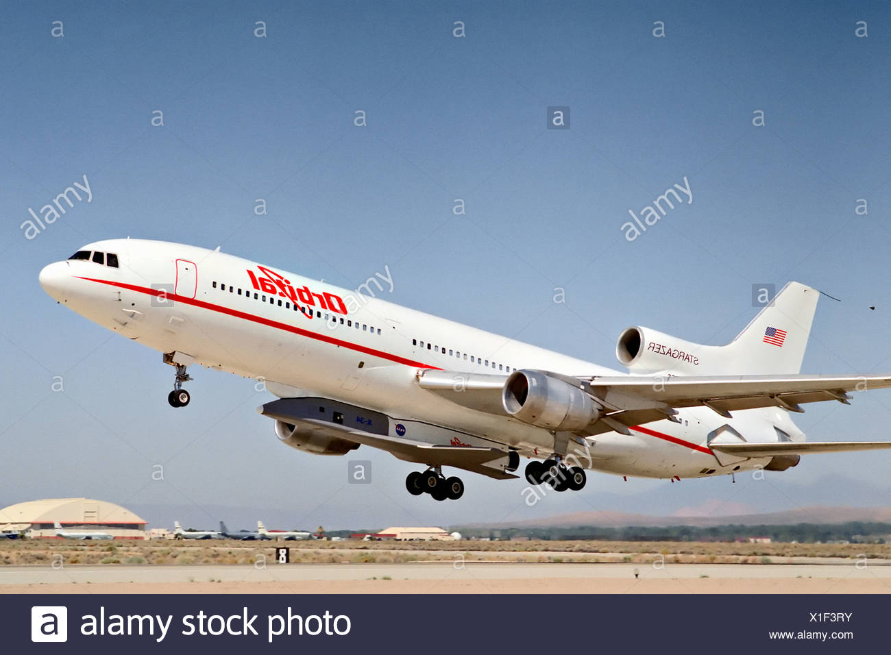 X-34 Attached to L-1011 - Stock Image
