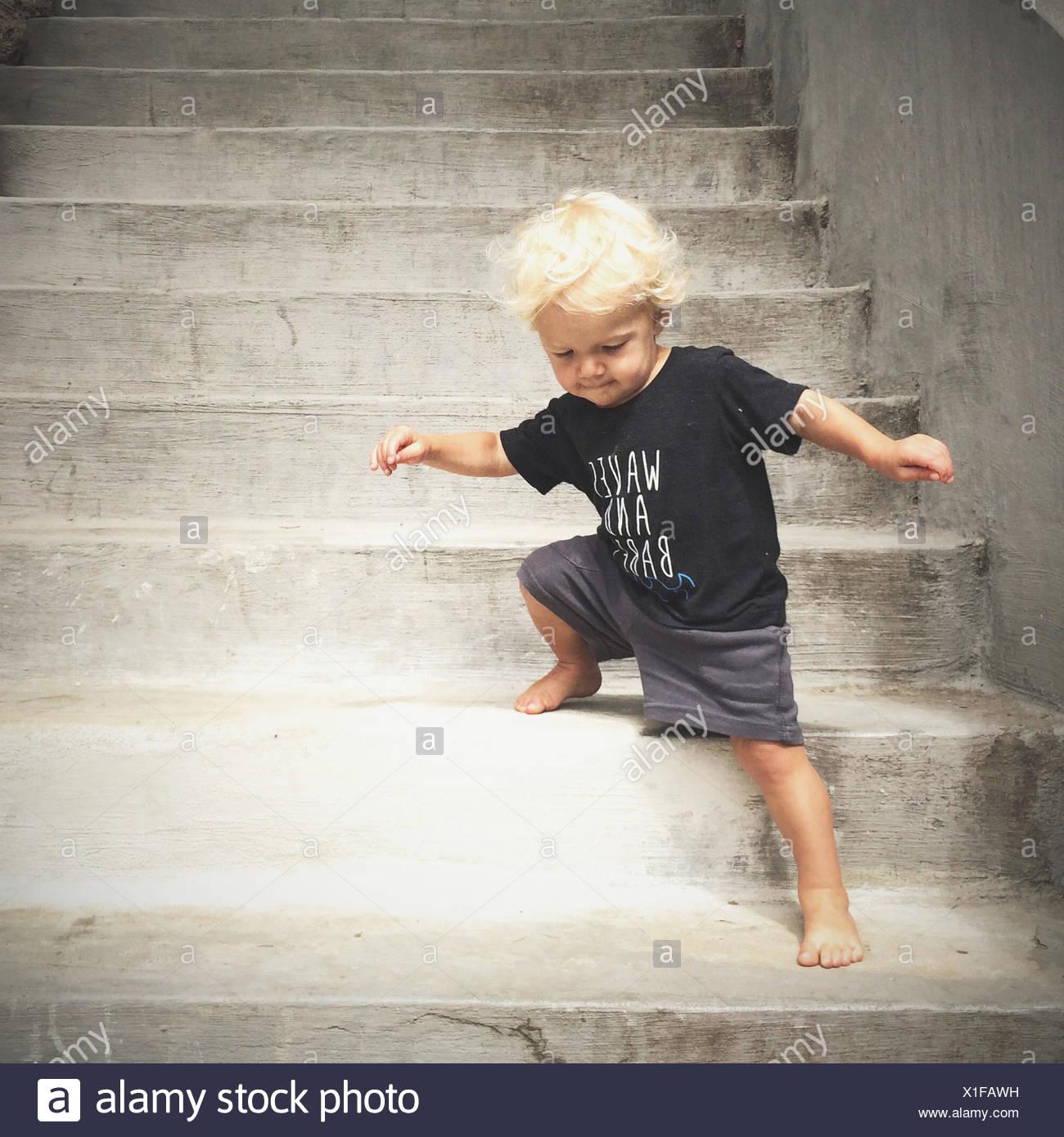 boy walking down steps - Stock Image