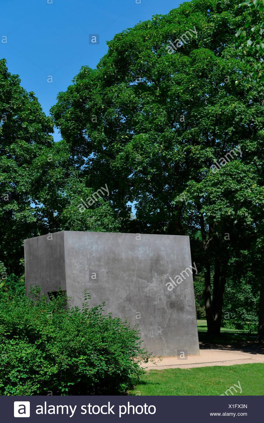 Denkmal fuer die im Nationalsozialismus verfolgten Homosexuellen, Tiergarten, Mitte, Berlin, Deutschland Stock Photo