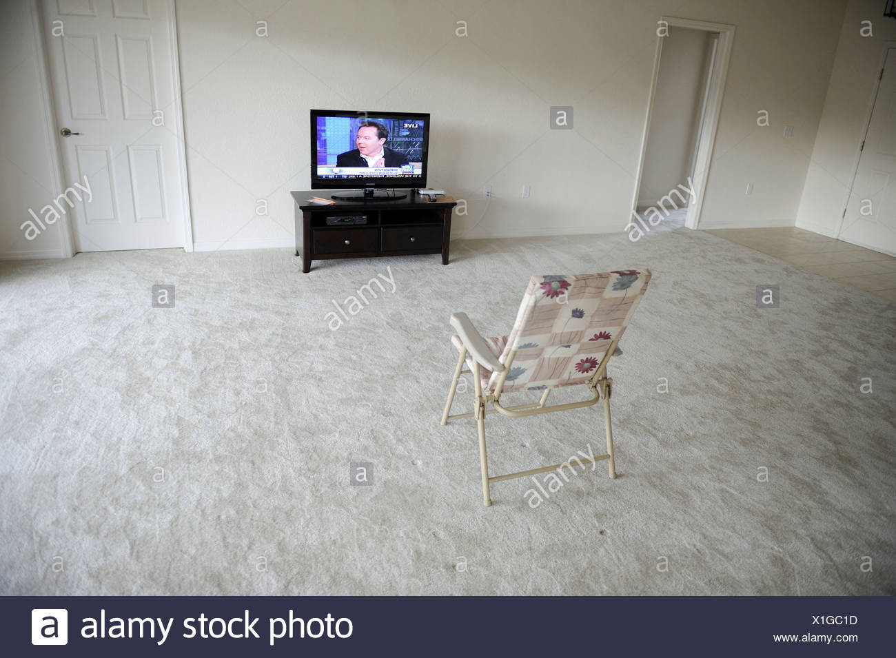Television Set In Empty Room High Resolution Stock Photography And Images Alamy