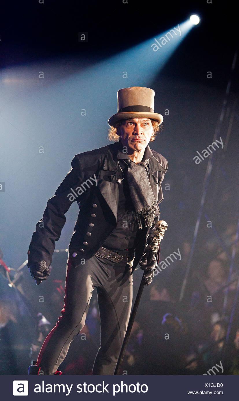 Frank Fabry, FlicFlac Christmas Circus, premiere of Schrille Nacht, eilige Nacht, Westphalia Hall, Dortmund - Stock Image