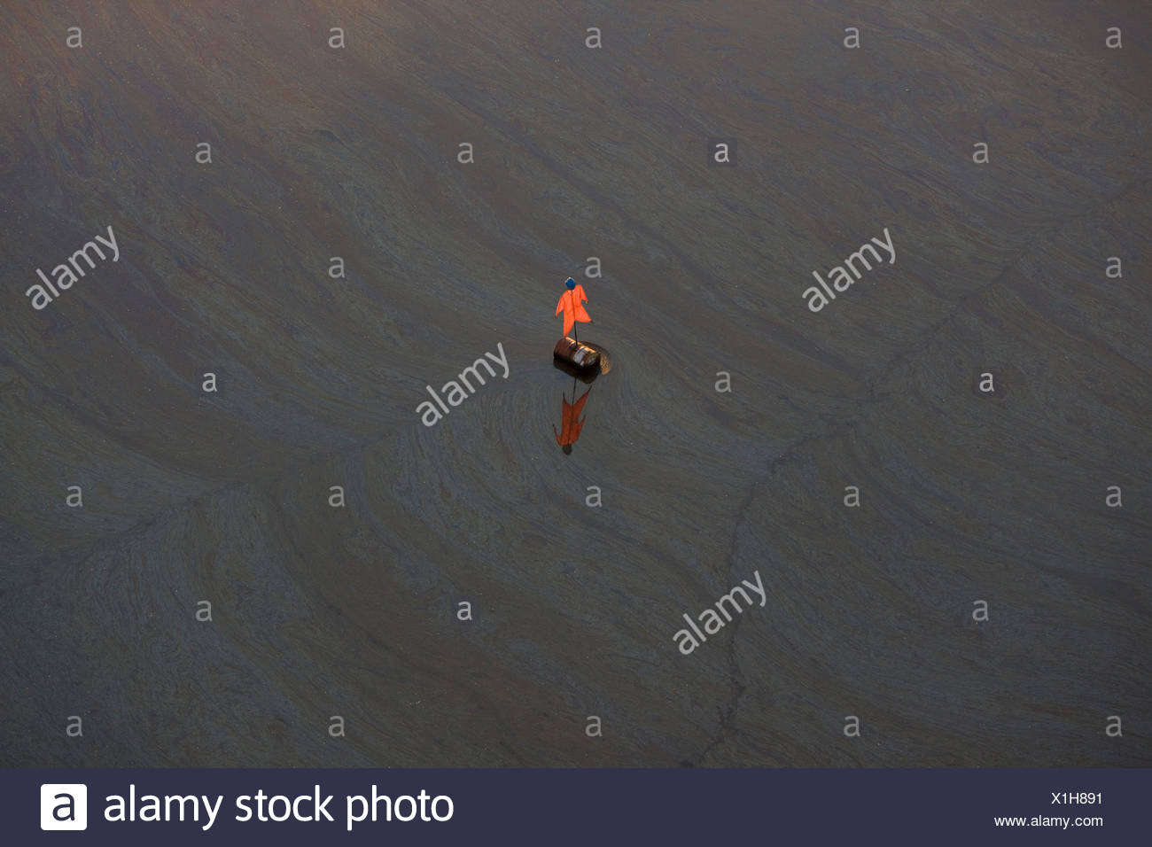 Tailings Pond and scarecrow, Suncor Millenium oil sands mine north Fort McMurray, Canada - Stock Image