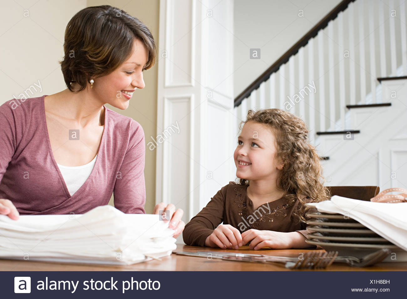 Mother and daughter with napkins - Stock Image