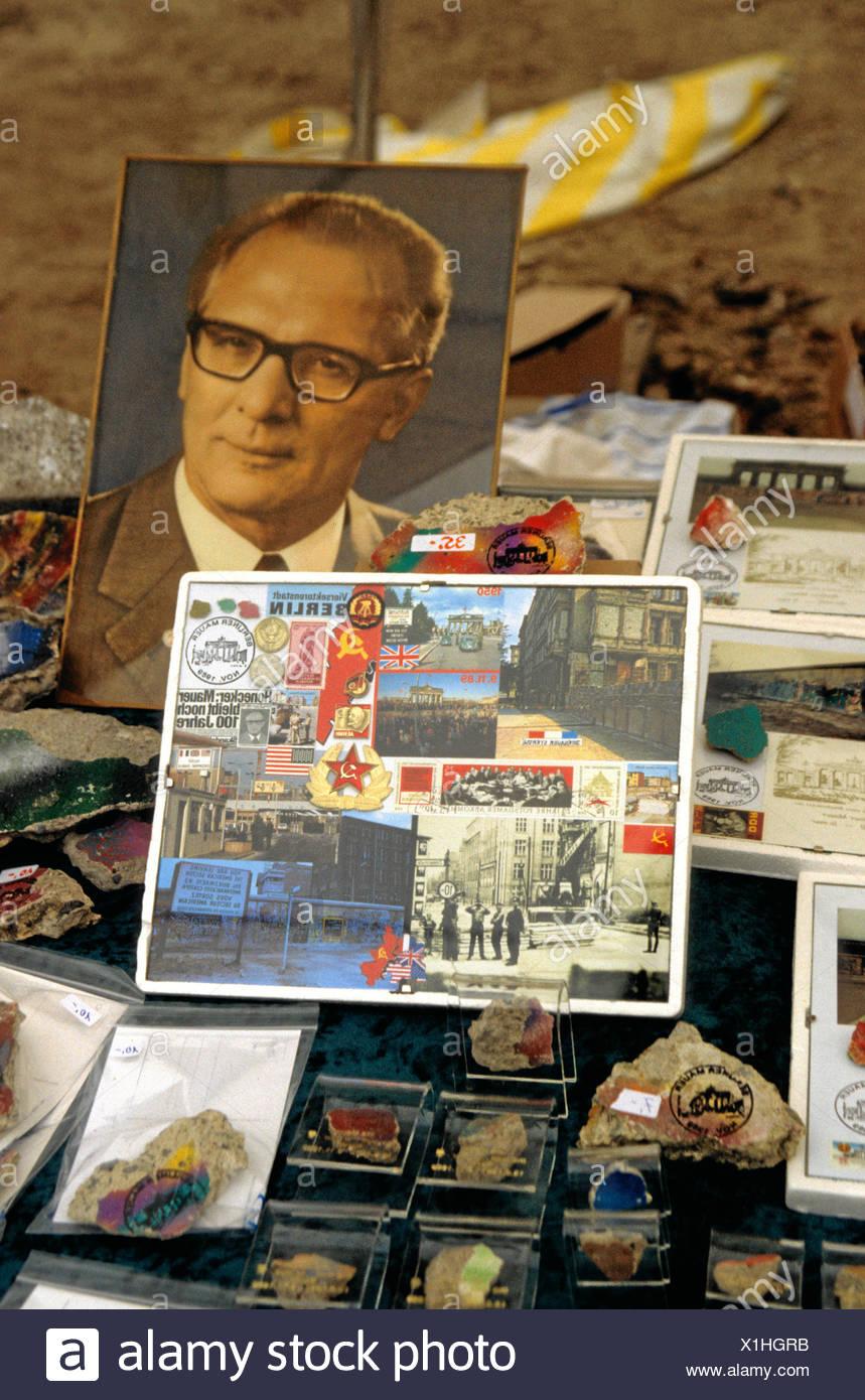 Flea market with DDR utensils, e.g. the portrait Erich Honecker - Stock Image