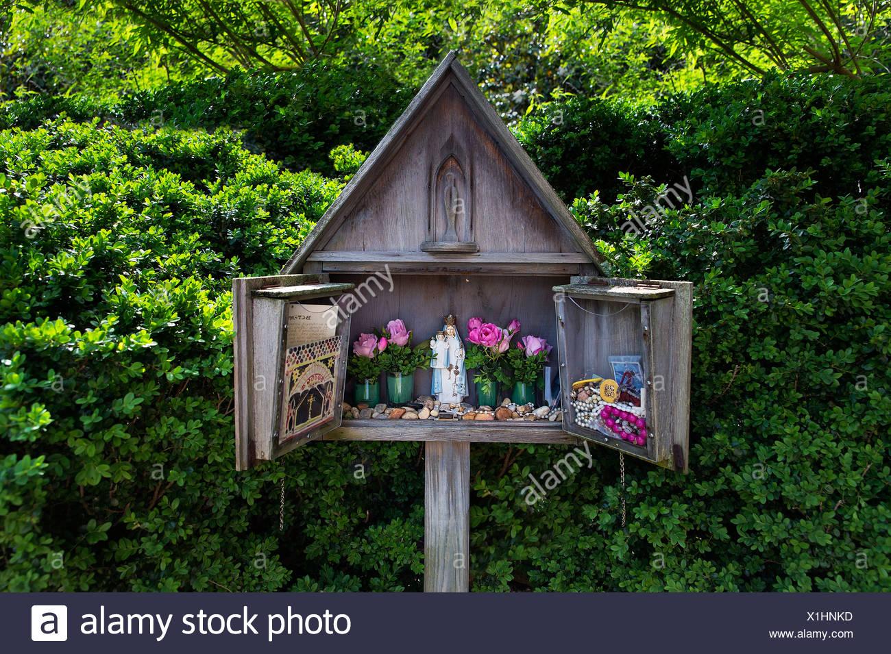 Small shrine dedicated to the Virgin Mary, St Mary's Catholic Church, Annapolis, Maryland, USA - Stock Image