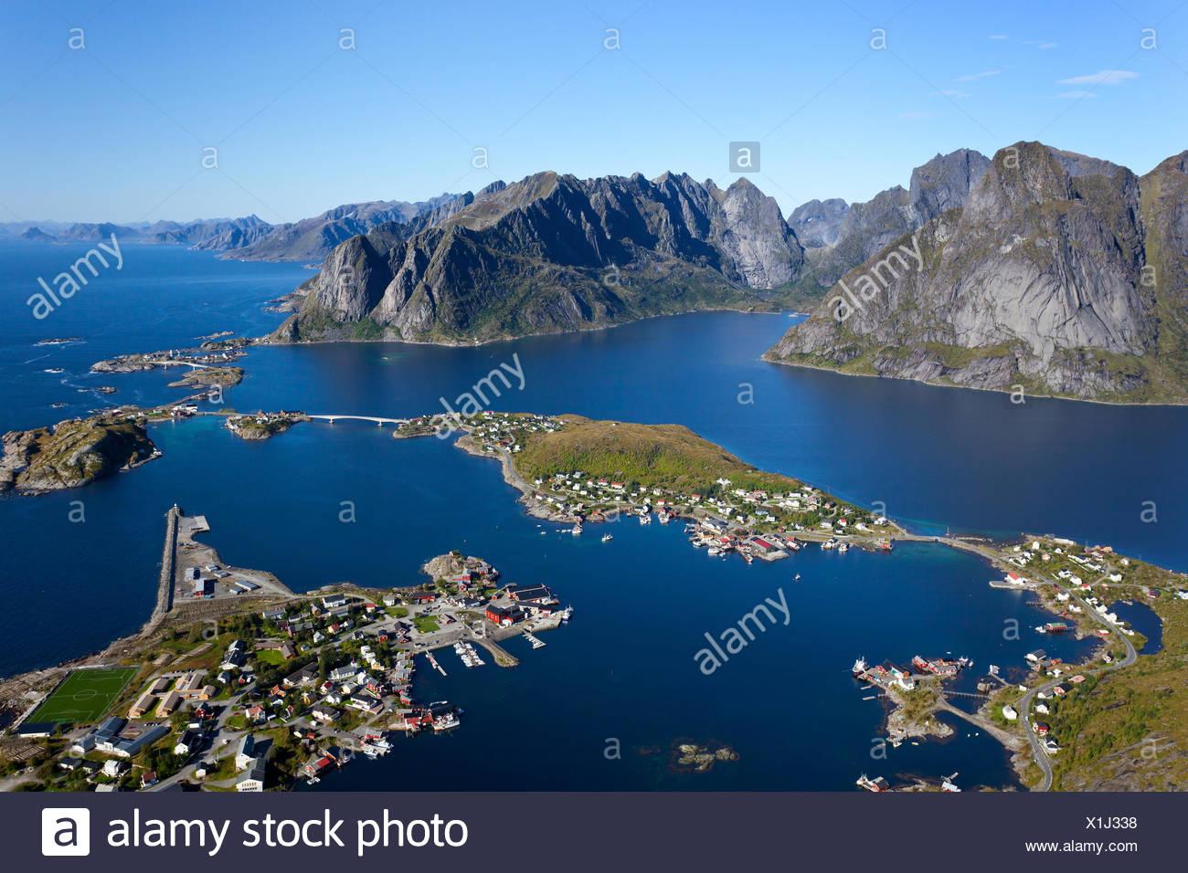 Reinebringen, Aussicht, Blauer Himmel, Reine, Dorf, Fjord, Lofoten, Nordland, Norwegen - Stock Image