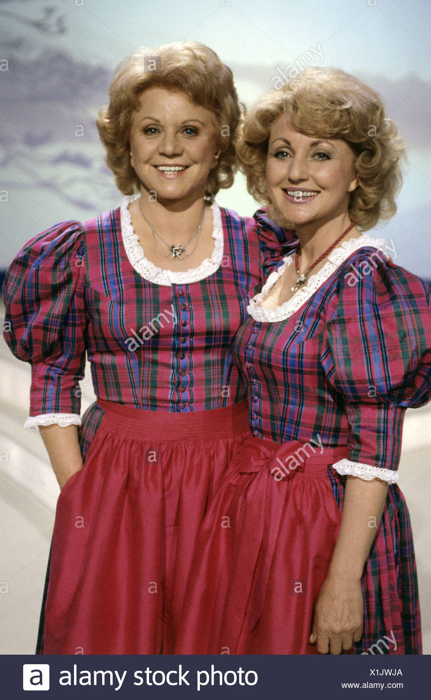 Hellwig, Maria, 22.2.1920 - 26.11.2010, and Margot * 5.7.1941, German singers (folk music), half length, TV show 'Volkstümliche Hitparade', 1990, Additional-Rights-Clearances-NA - Stock Image