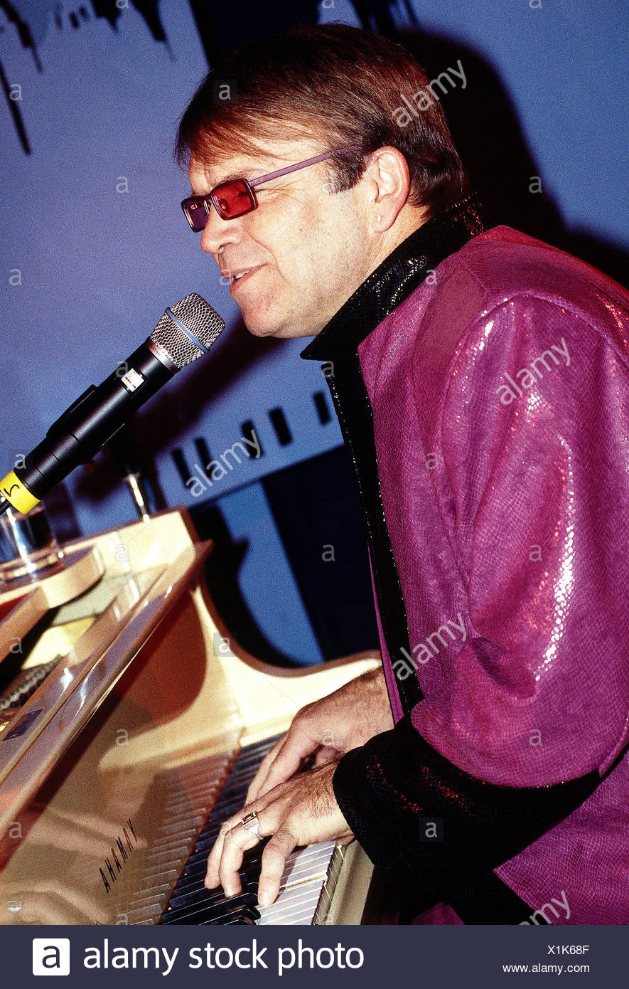 Adams, Mitch, singer, entertainer, look-alike, Elton John, half length, playing the piano, Munich, 13.11.2000, Additional-Rights-Clearances-NA - Stock Image