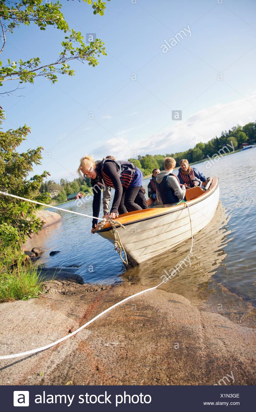 Sweden, Uppland, Stockholm Archipelago, People preparing to sail in boat - Stock Image