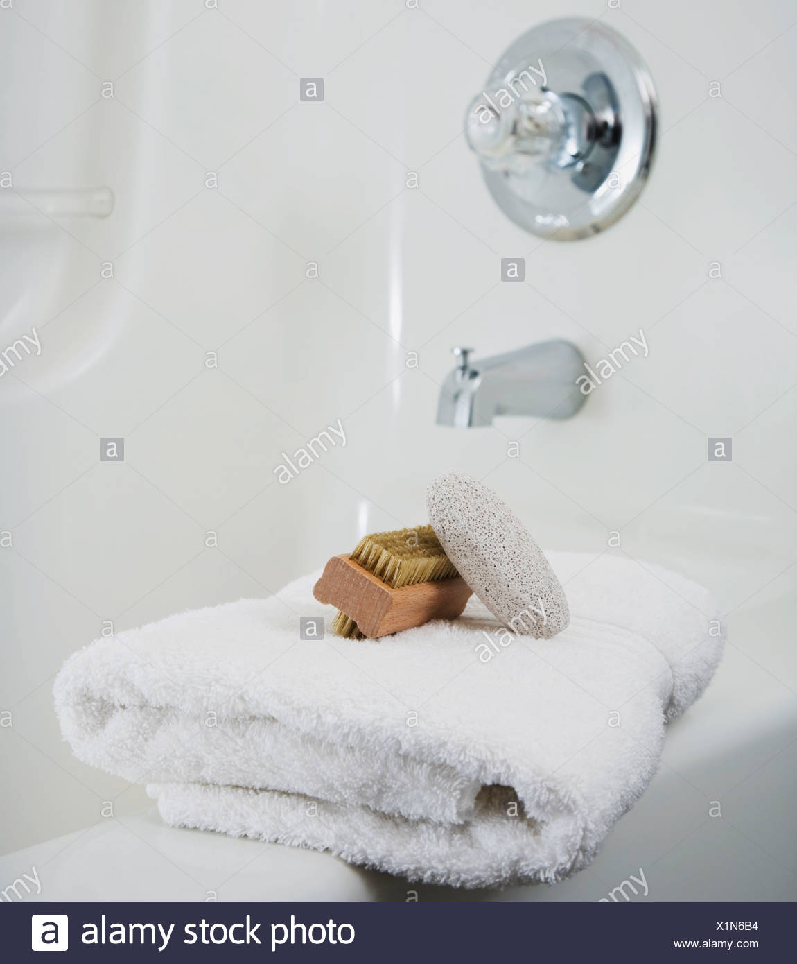Towel On Bathtub Stock Photos & Towel On Bathtub Stock Images - Alamy