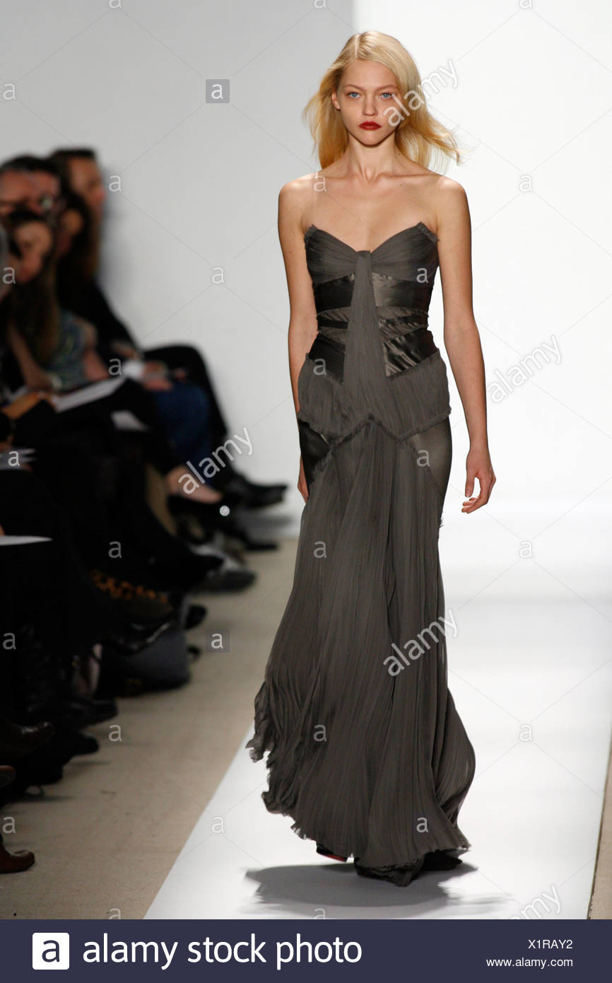 J Mendel Gown Stock Photos & J Mendel Gown Stock Images - Alamy