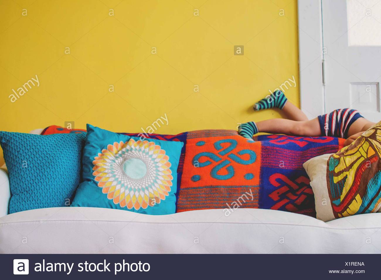 Yellow Wall Sofa Stock Photos & Yellow Wall Sofa Stock Images - Alamy