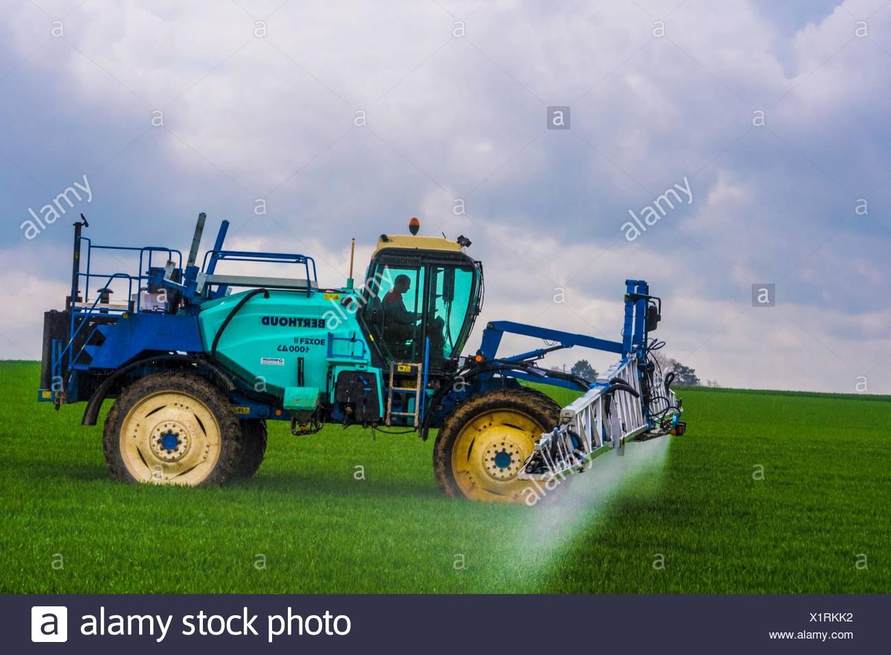 France- Grand Est- Marne- Expending fertilizer to get a better grain crop by Féré Champenoise. Stock Photo