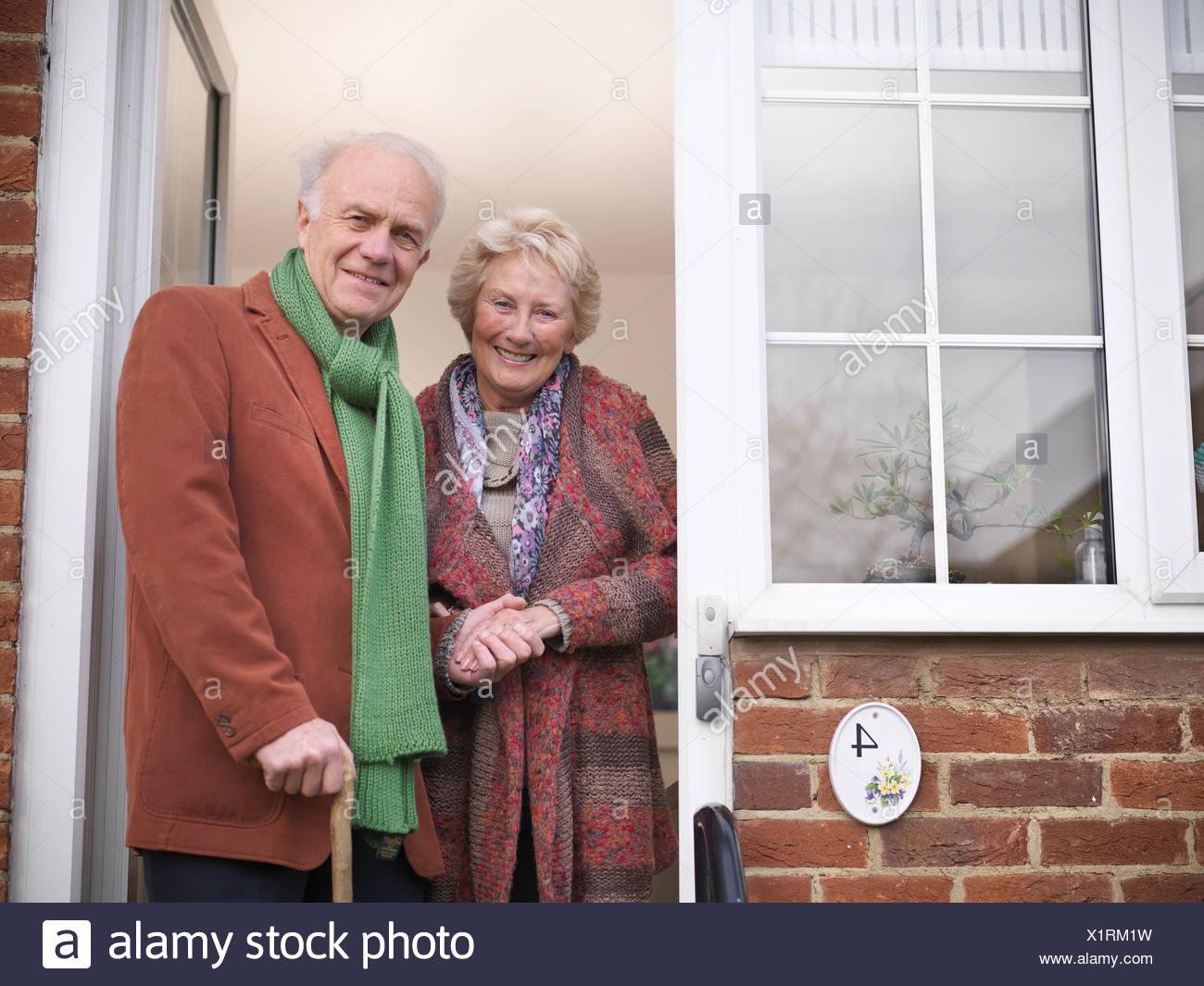 Older couple standing in doorway - Stock Image