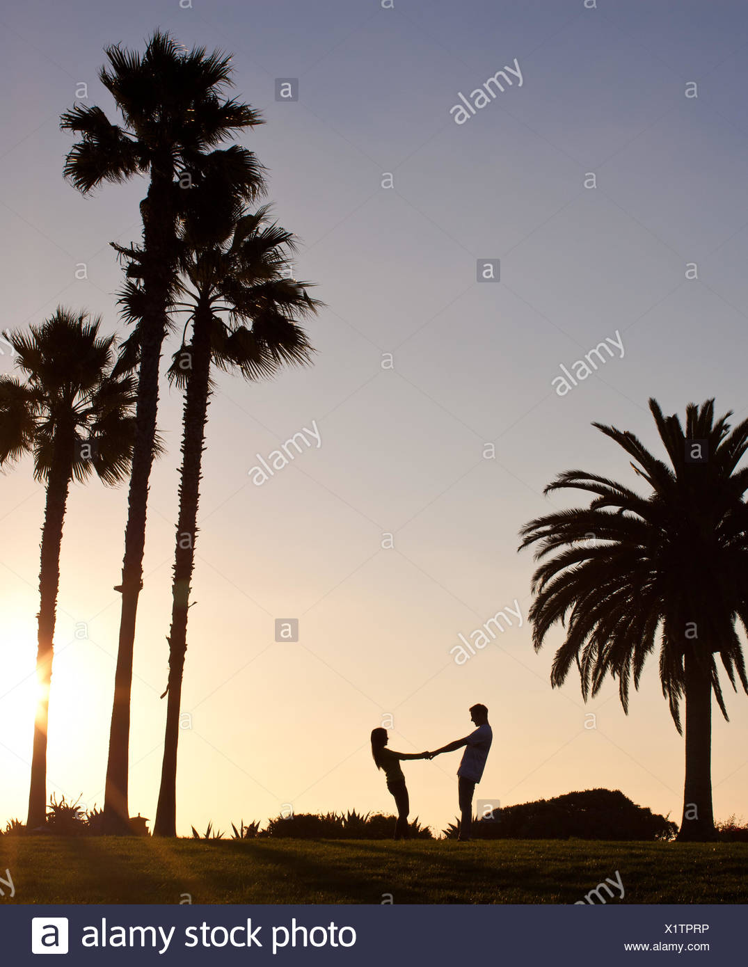 Lovers Silhouette Stock Photos & Lovers Silhouette Stock Images - Alamy