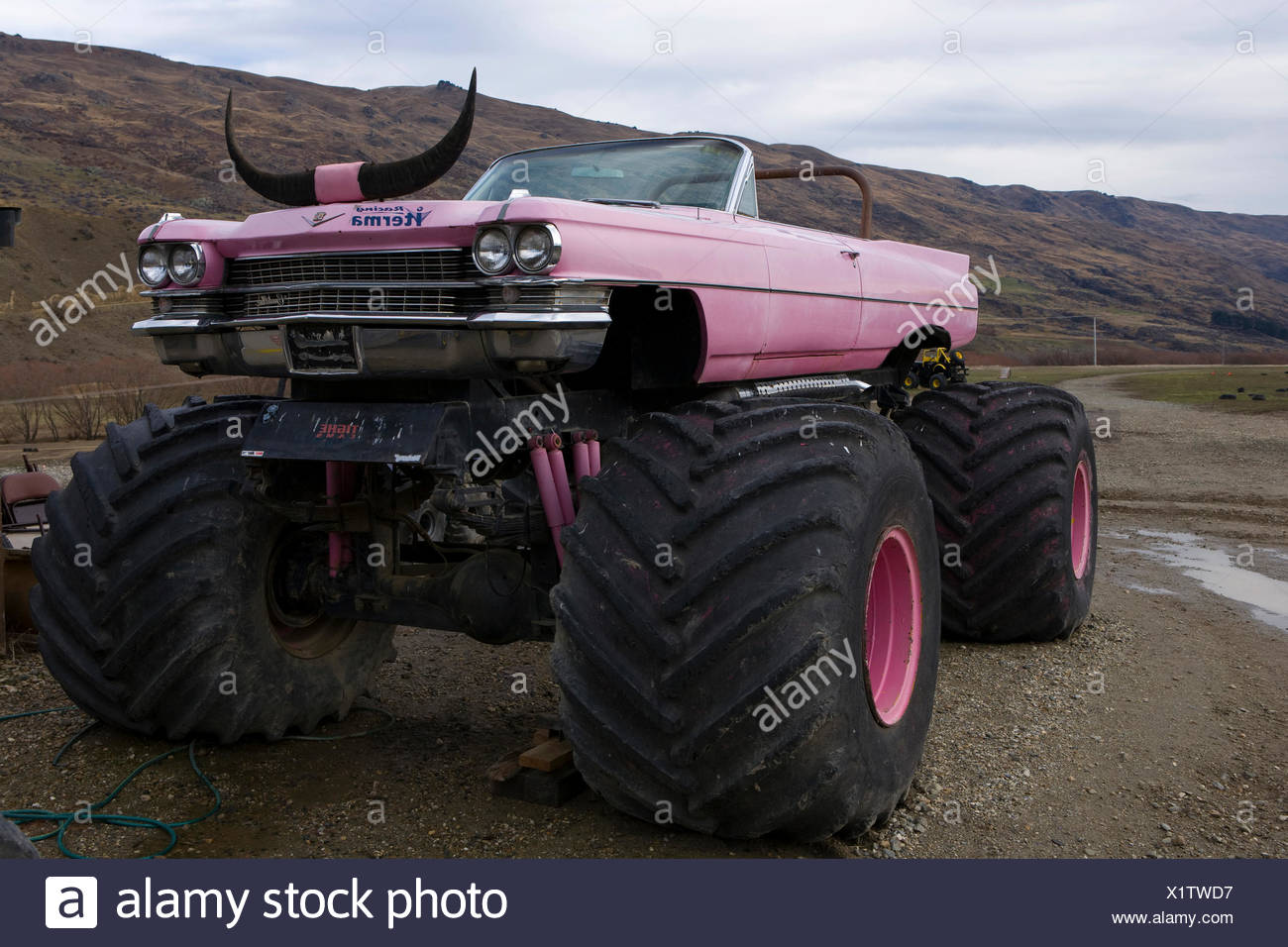 Pink Truck High Resolution Stock Photography And Images Alamy