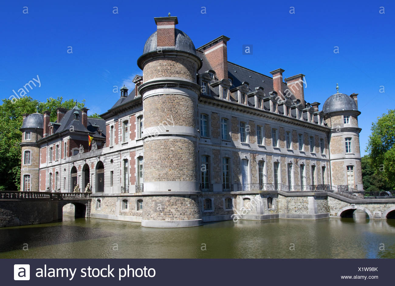 summer summerly belgium castle moat water chateau tree trees stone bridge - Stock Image