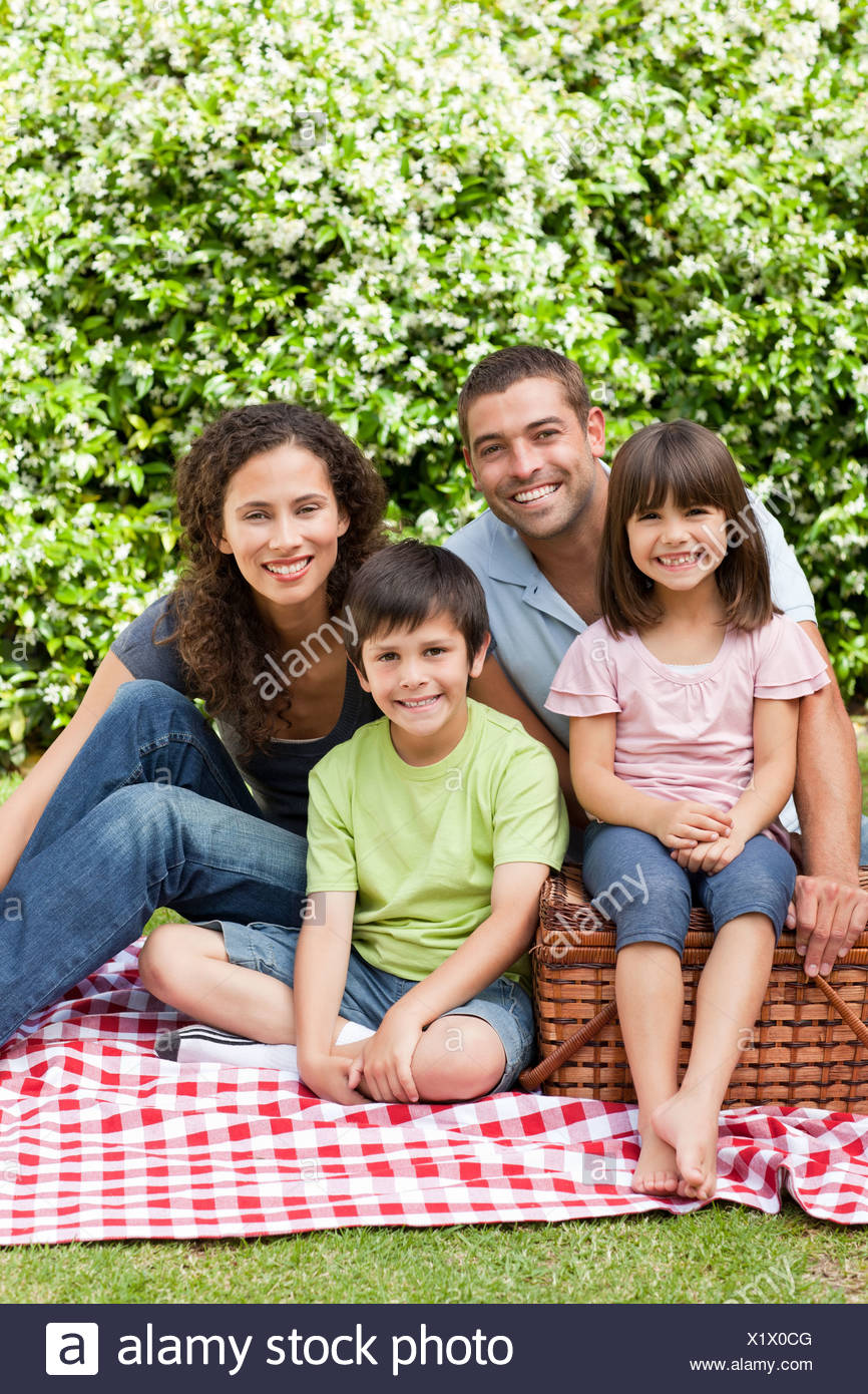 Family picnicking in the garden - Stock Image