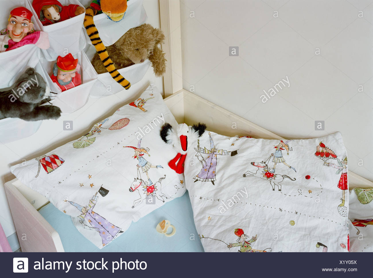 Children's rooms, bed, dummy, wall, little hanging eta, soft animals, rooms, child, cot, pillow, ceiling, wall, pouches, hang, toys, toys figures, Kasperle, king's figure, figures, soft toys, fall asleep, order, deserted, - Stock Image