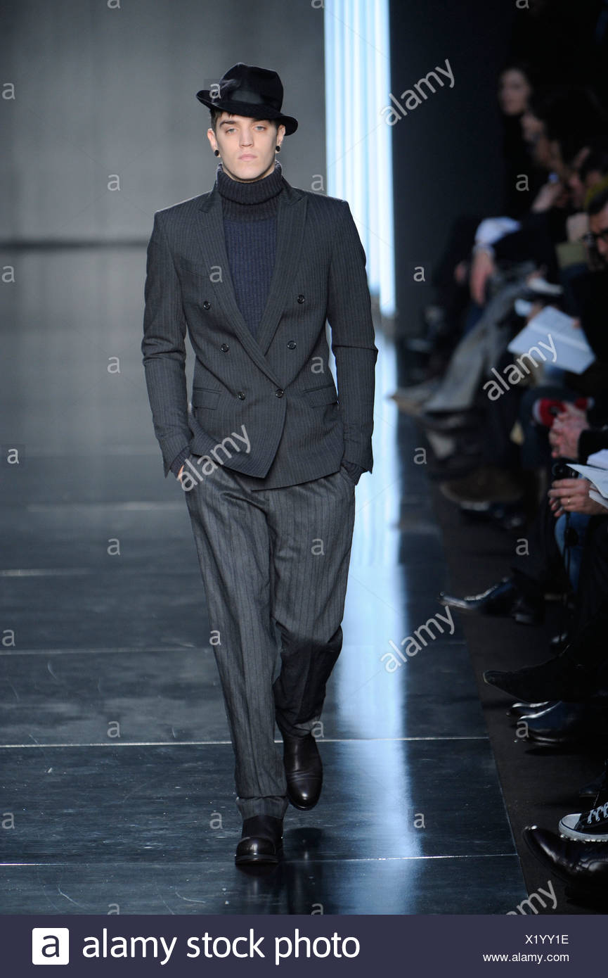 652c2c1bcaa55 Costume National Milan Menswear Ready to Wear Autumn Winter All Black   black trilby hat