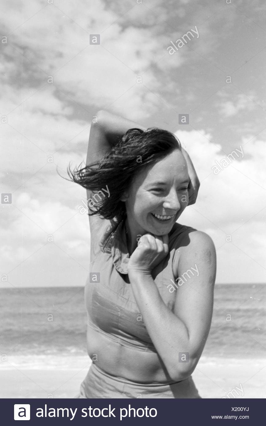 Die berühmte Tänzerin Gret Palucca während Ihrem Sommerurlaub auf Sylt, Deutsches Reich 1930er Jahre. The popular dancer Gret Palucca on vacation on Sylt, Germany 1930s, - Stock Image