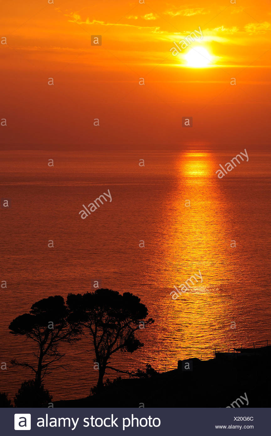 Scenic shot of the sunset over the Mediterranean sea - Stock Image