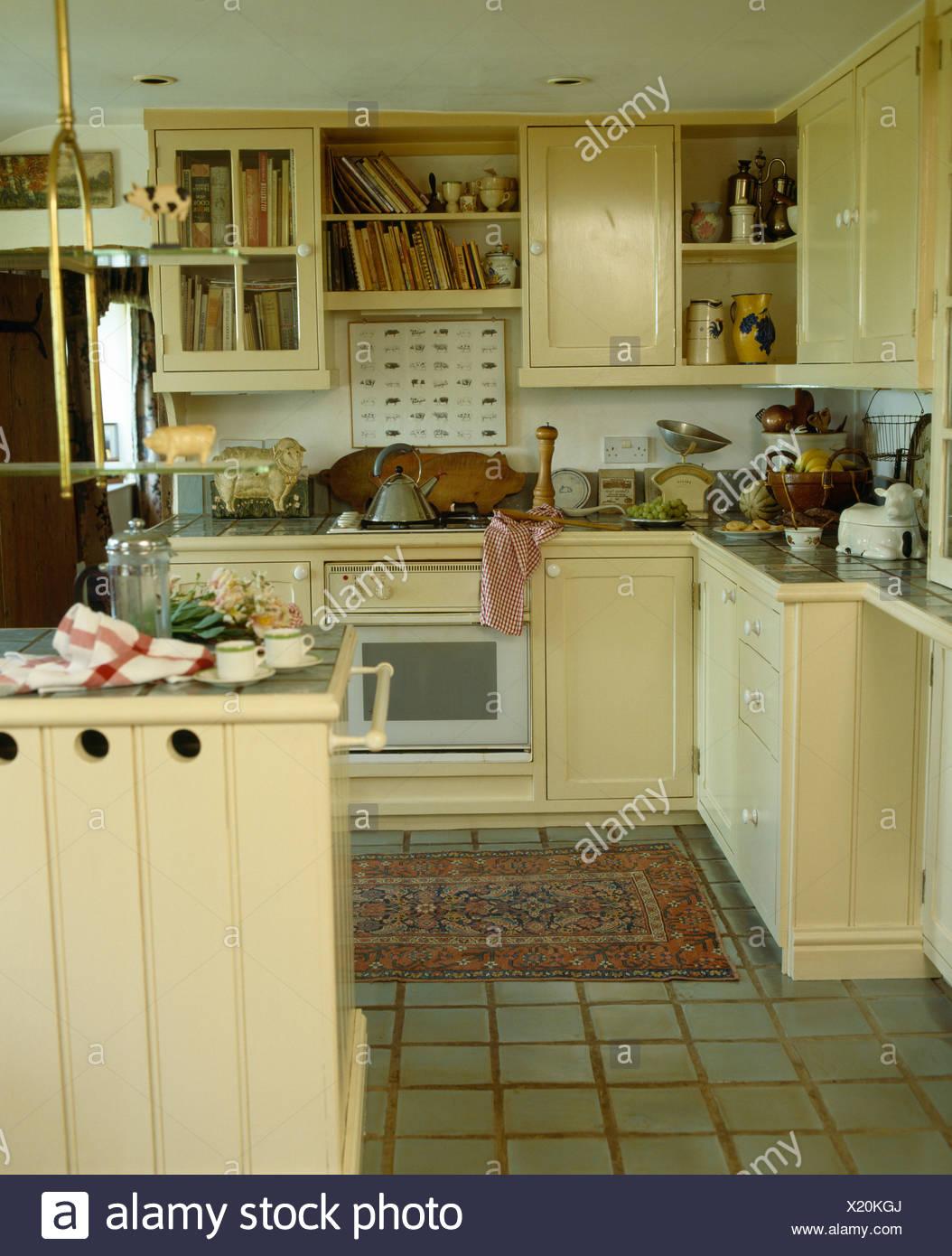 Interiors Traditional Cream Kitchens Stock Photos & Interiors ...