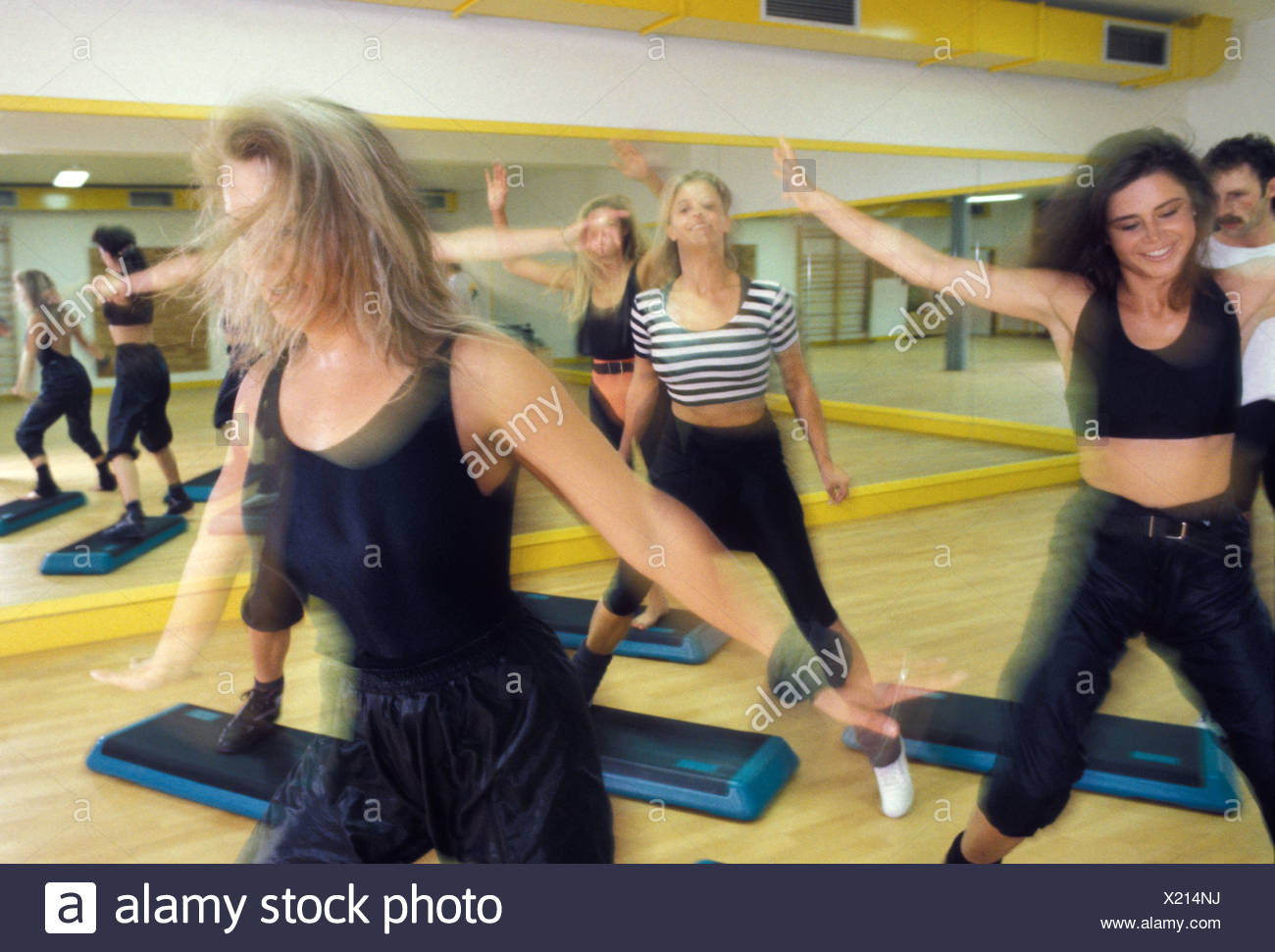 Group of young women exercising in gym - Stock Image