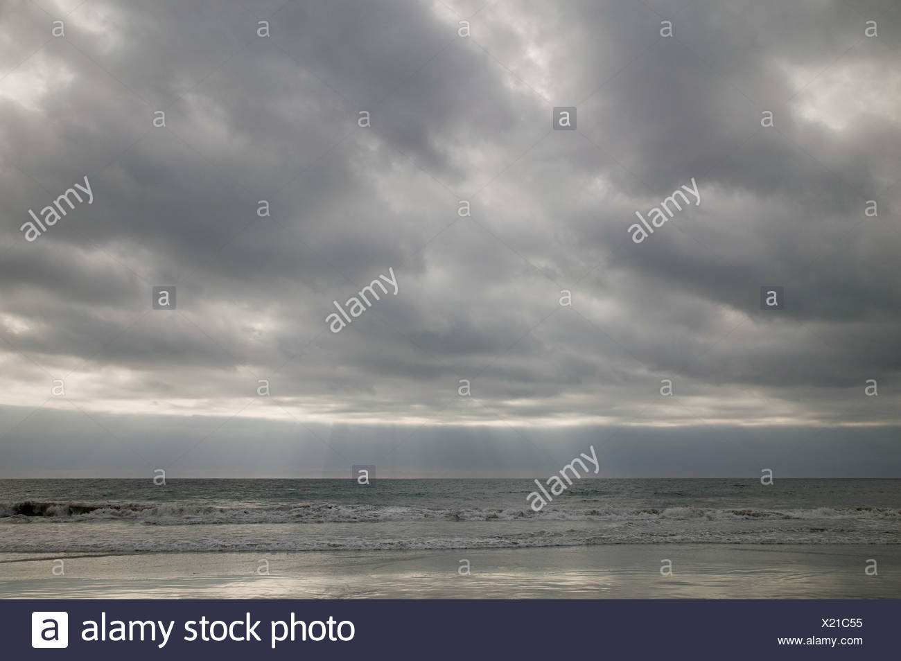 Ocean and cloudy sky - Stock Image