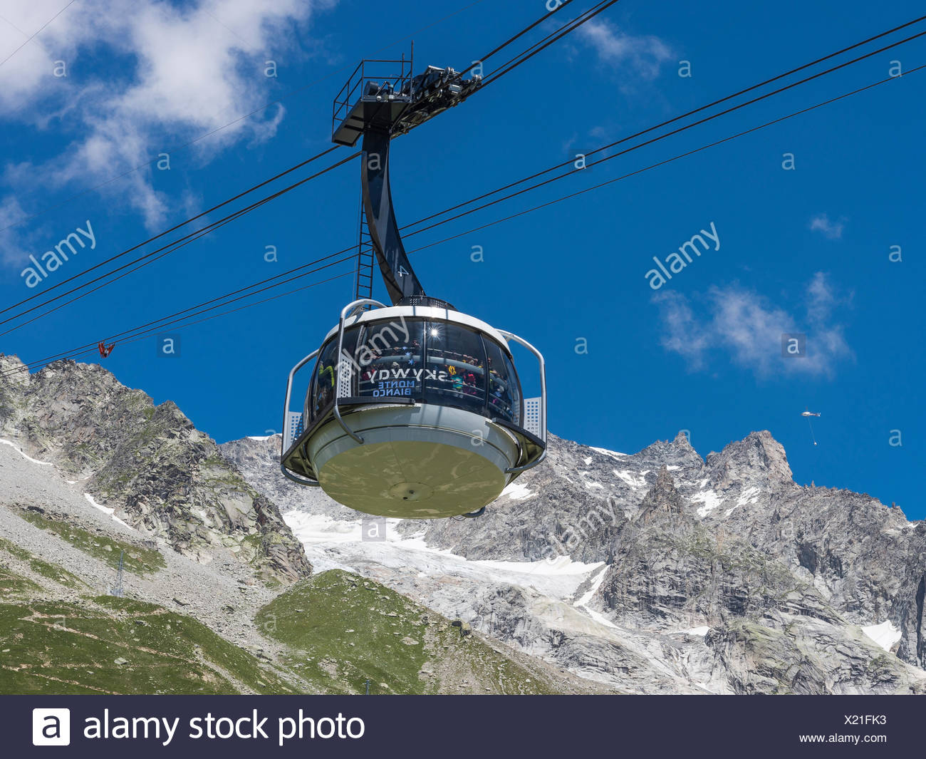 Funivia Sky Way Mont Blanc cable car, inaugurated in 2015, the cable car rotates 360° from Courmayeur to Punta Helbronner, Mont - Stock Image