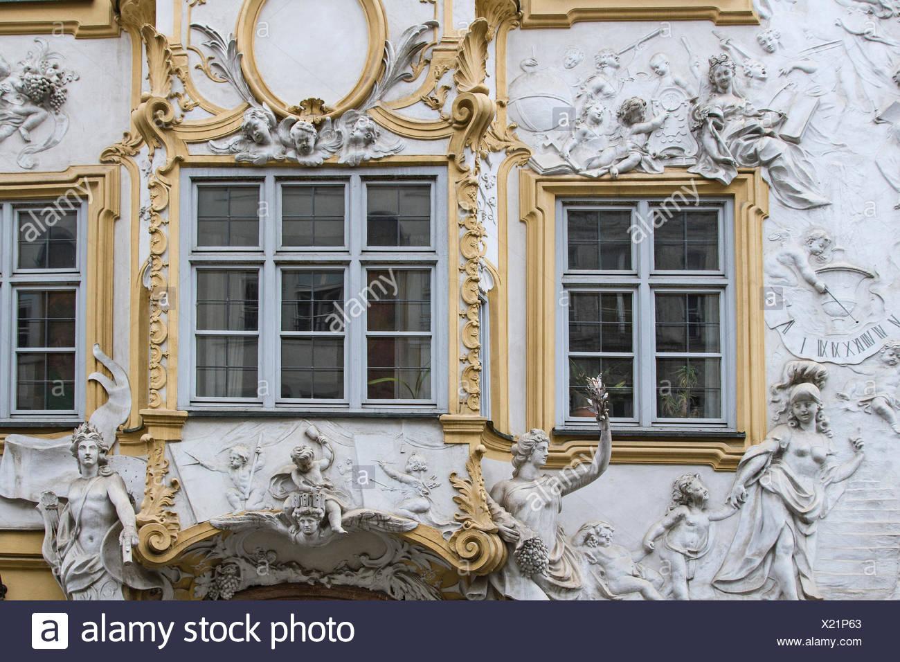 Das Asamhaus, in dem das berühmte Architektenbrüderpaar Asam  wohnte befindet sich neben der von ihnen errichteten St.-Johann-Nepomuk-Kirche in der Sendlinger Straße in Münchens Altstadt - Stock Image