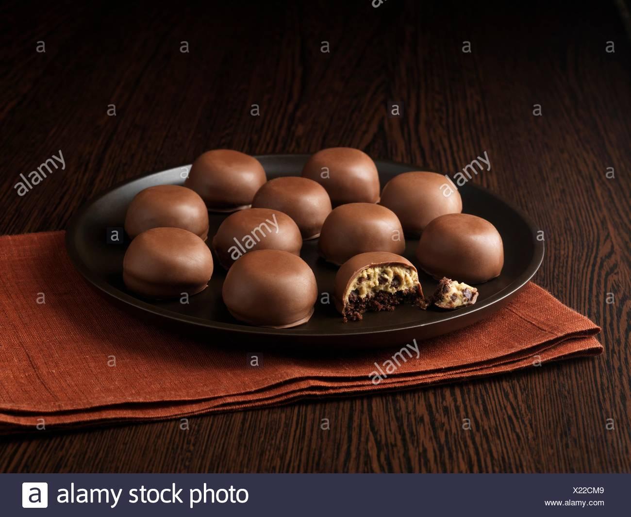 Chocolate tiramisu mini bites on ceramic plate - Stock Image