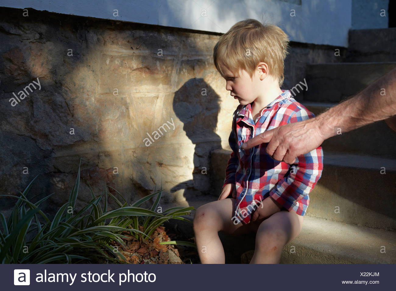 Father pointing to moth for son - Stock Image