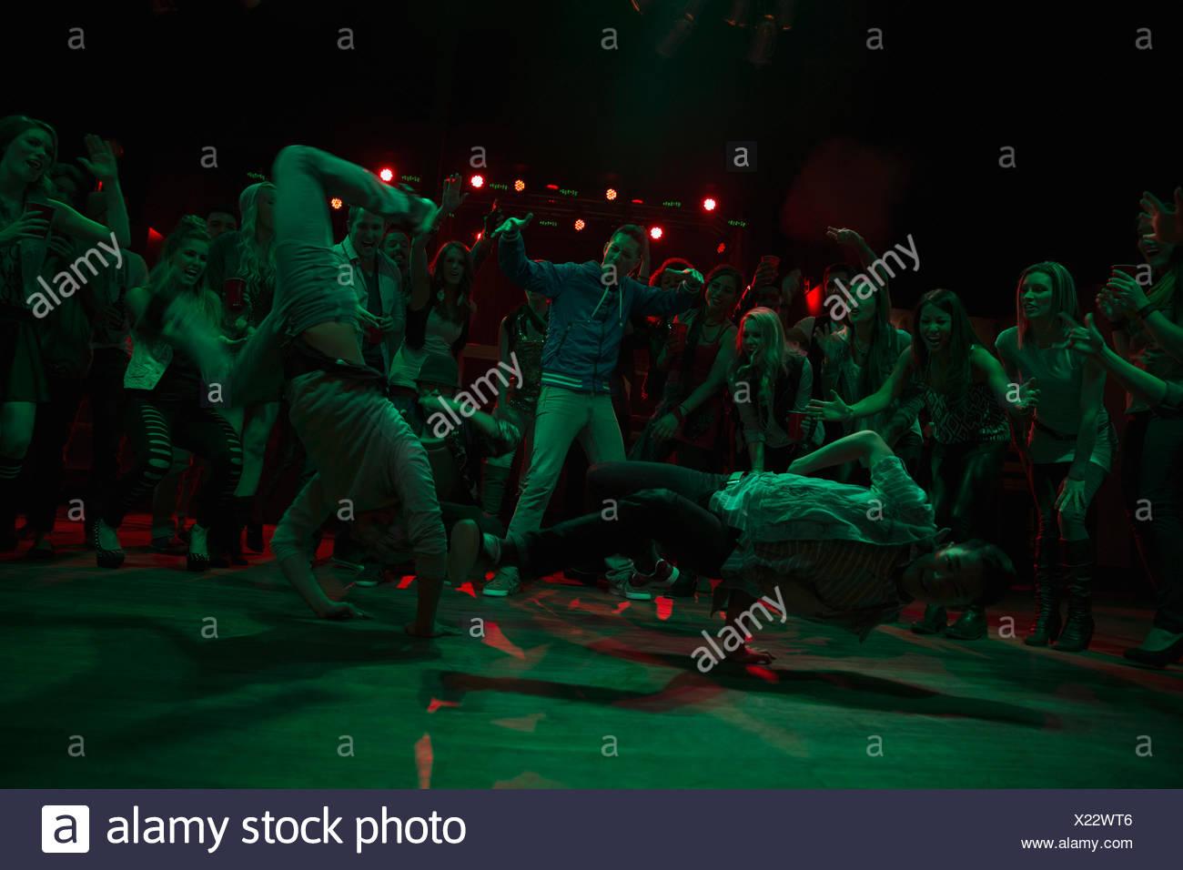 Crowd watching and cheering break dancers - Stock Image