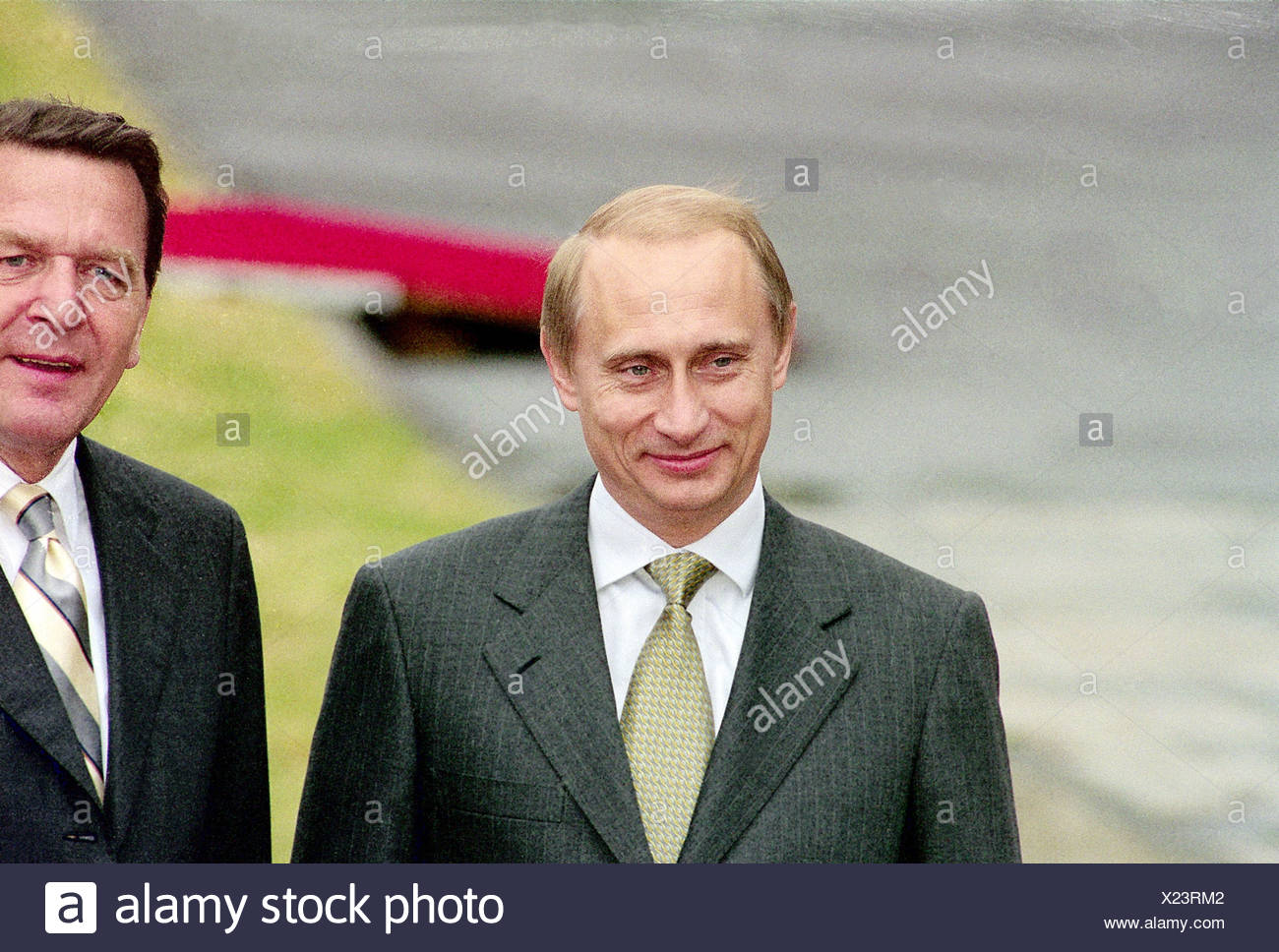 Putin, Vladimir, * 7.10.1952, Russian politician, president of Russia since 2000, half length, with chancellor Gerhard Schroeder, visiting Berlin, 15.6.2000, Additional-Rights-Clearances-NA - Stock Image
