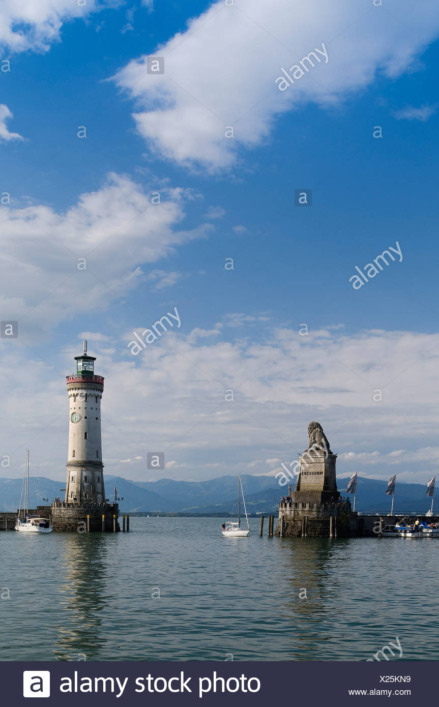 Bavarian lion in and the Lindau Lighthouse at the harbour entrance, Bavaria, Lindau Island, Lake Constance, Germany, Europe - Stock Image