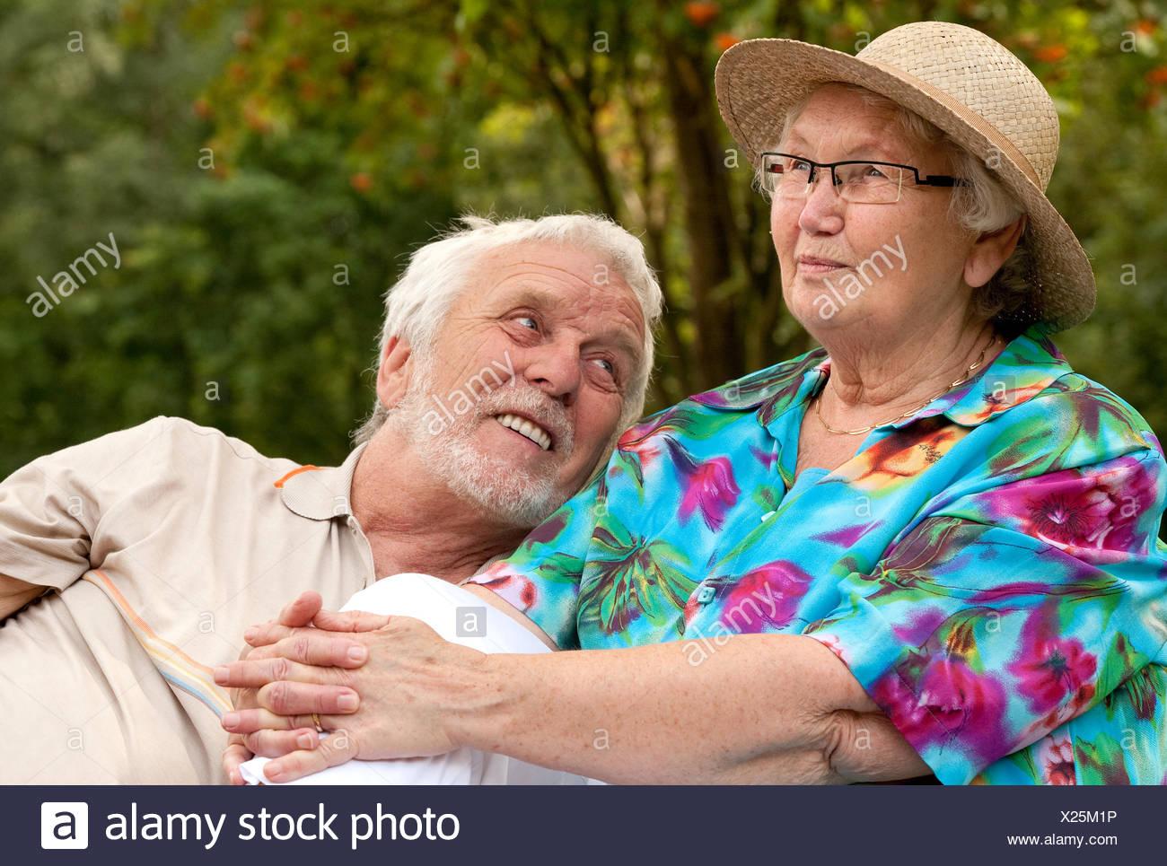 Senior couple enjoying the good weather - Stock Image