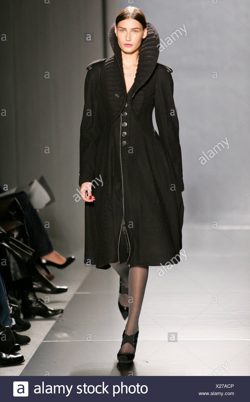 Donna Karan New York Ready to Wear Autumn Winter Fitted coat with high  collar - Stock 26023c18f3f