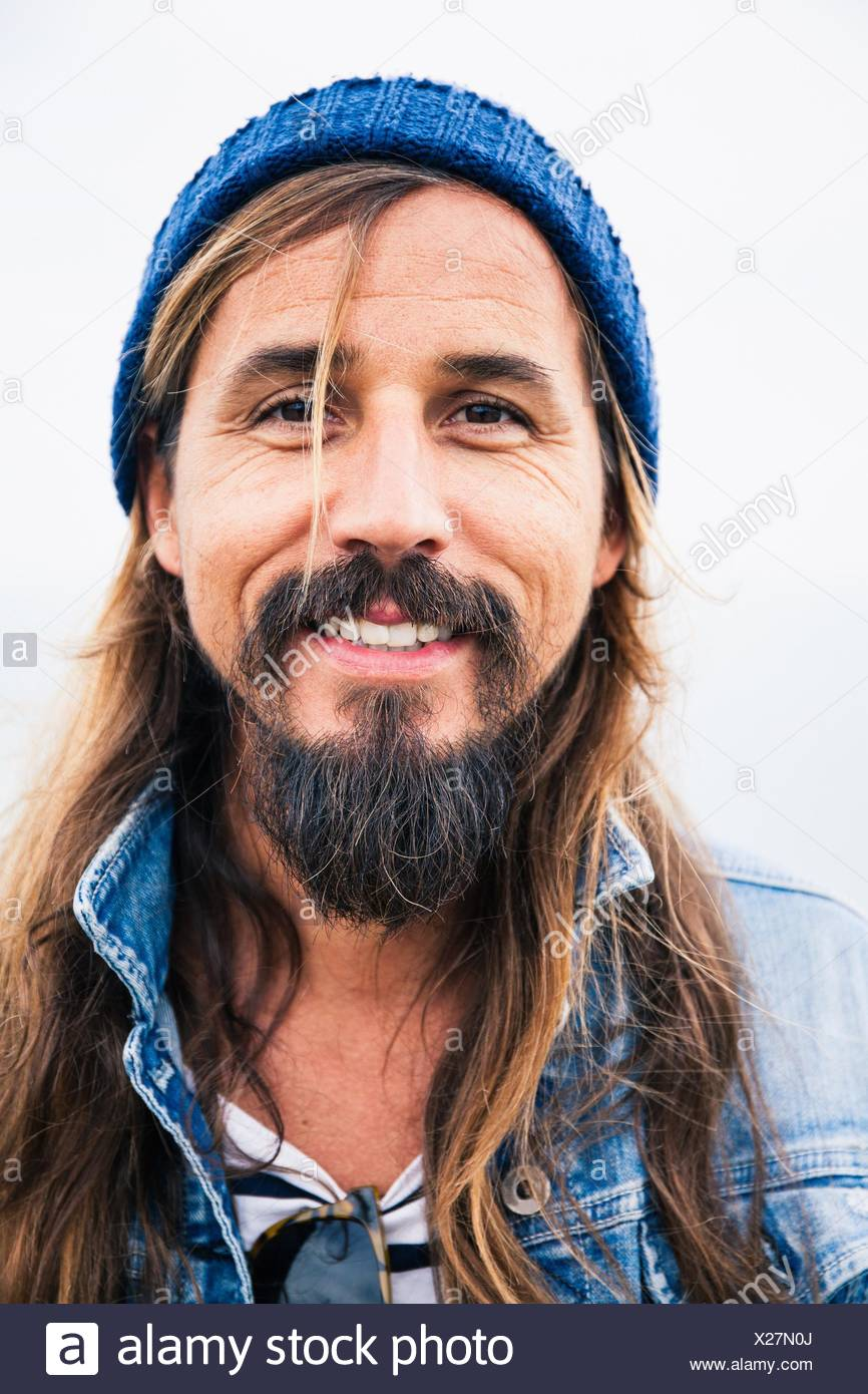 Mid adult man with beard wearing hat, portrait - Stock Image
