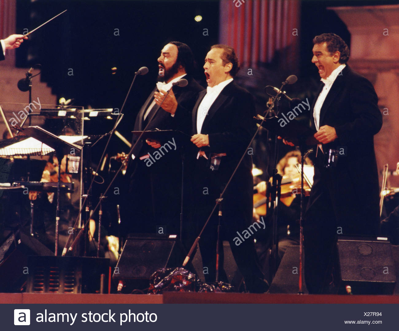Pavarotti, Luciano, 12.10.1935 - 6.9.2007, Italian musician / artist, singer, (tenor), full length, with Placido Domingo, Jose Carreras, stage appearance, The Three Tenors, Olympiastadion, (Olympic Stadium), Munich, 6.8.1996, Additional-Rights-Clearances-NA - Stock Image