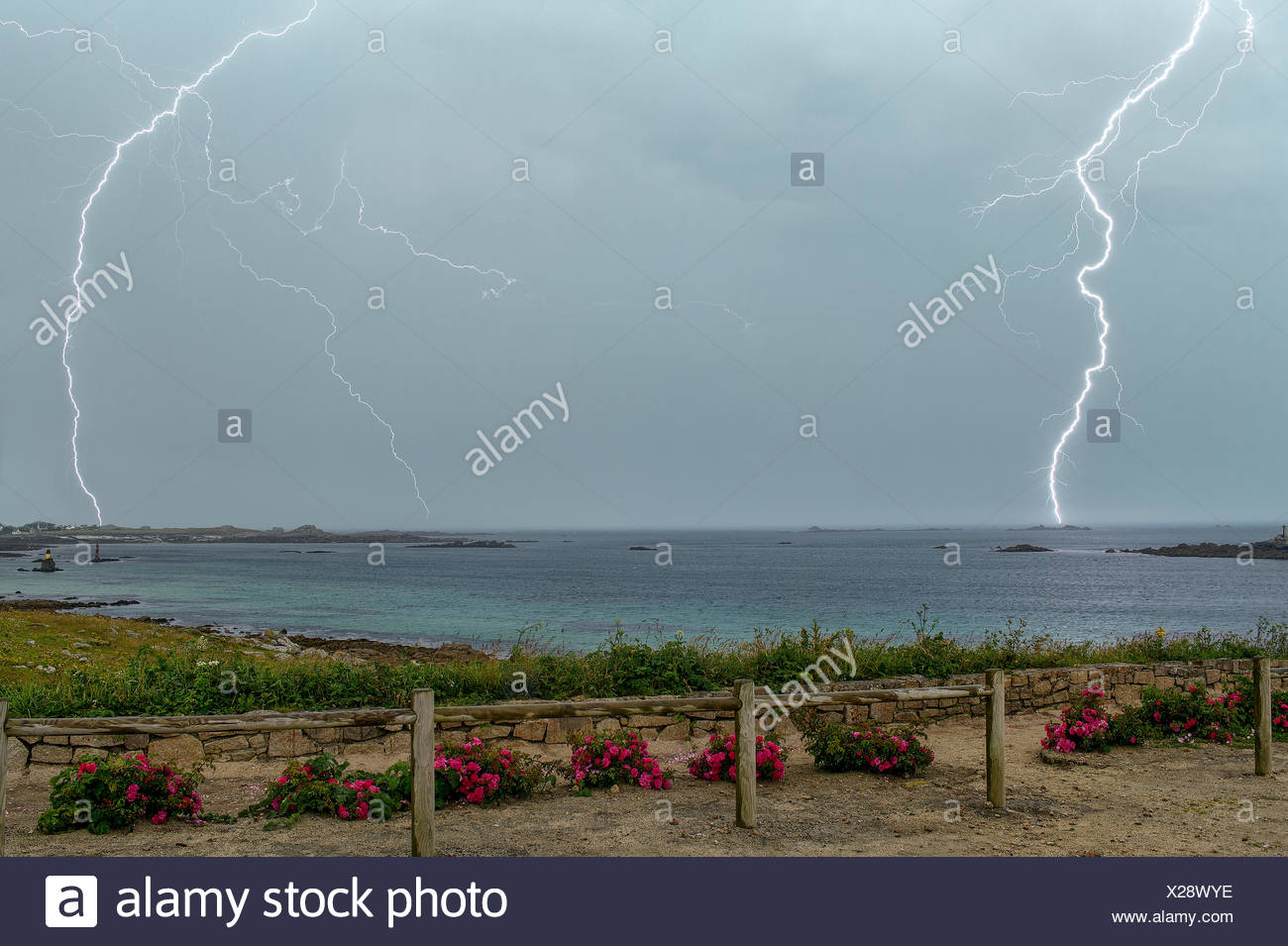 Thunderstorm over the Channel in summer - France Superposition of 2 photos of 1/13 seconds triggered the flash sensor. - Stock Image