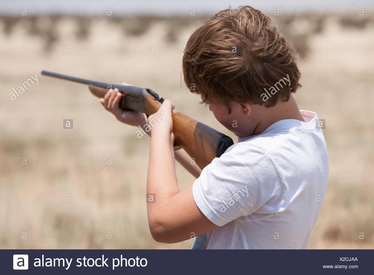 Boy with rifle, Texas, USA - Stock Image