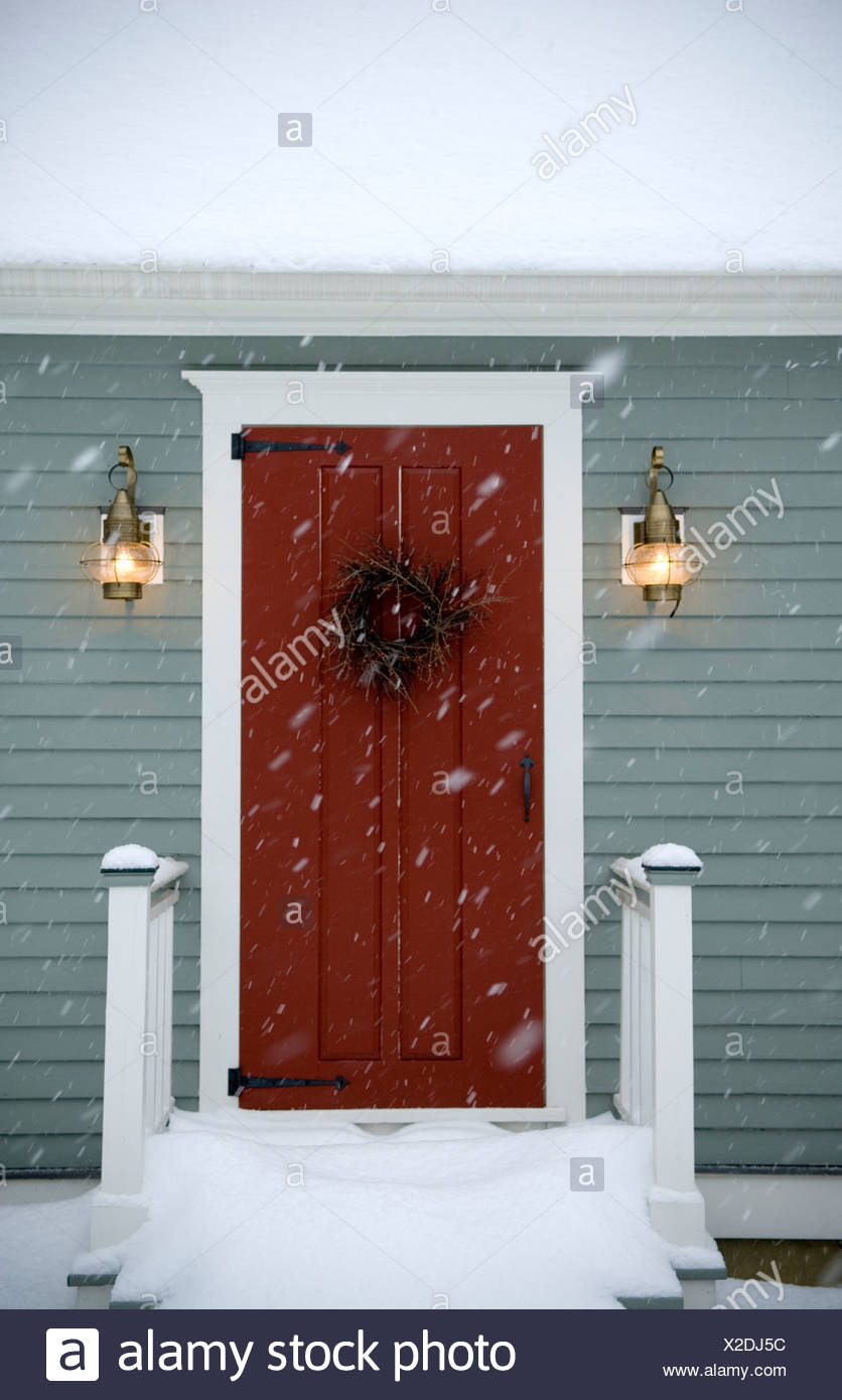Red door on classic New England Cape, Maine. - Stock Image
