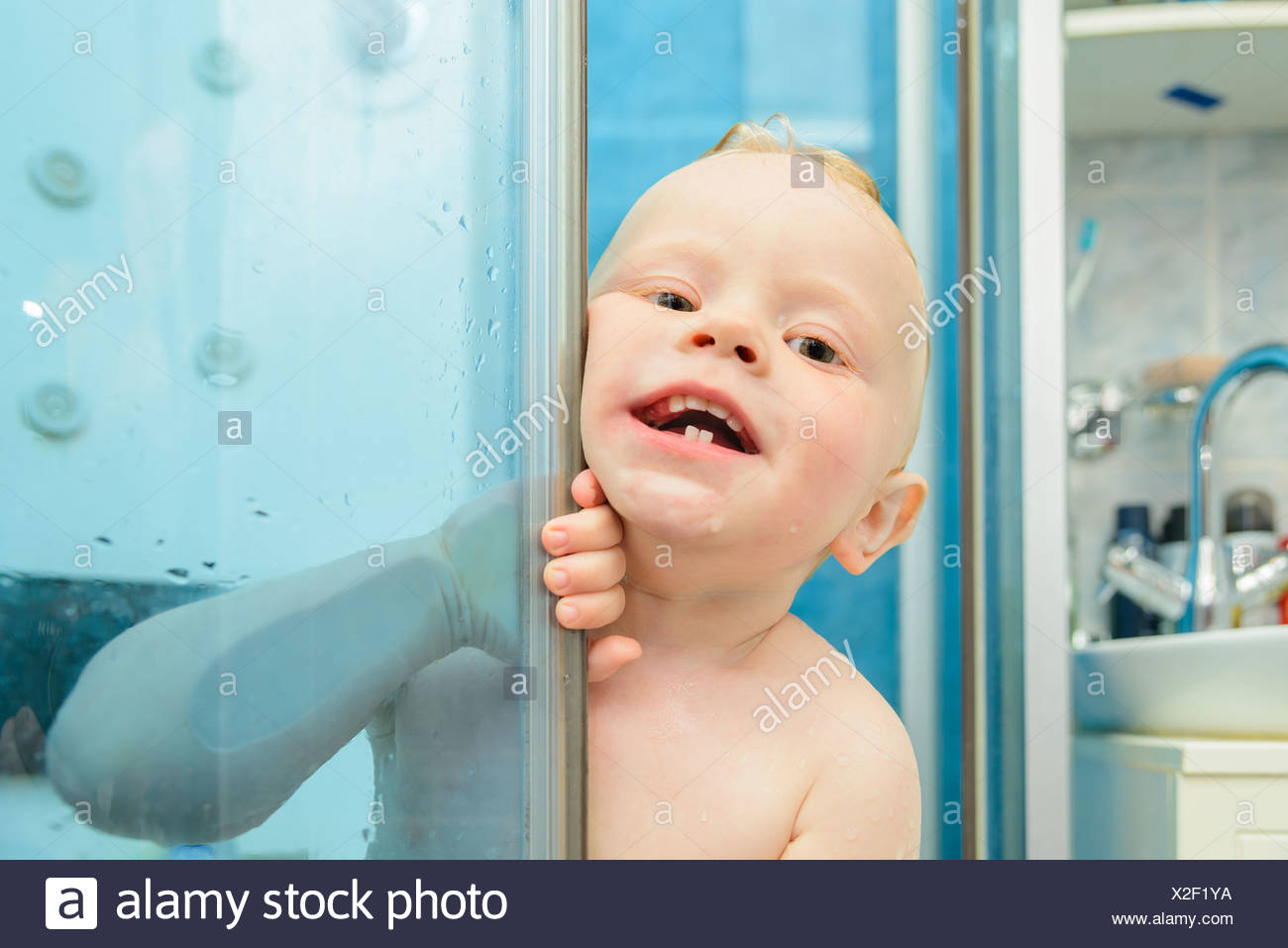 Children Taking Bath In Bathtub Stock Photos & Children Taking Bath ...