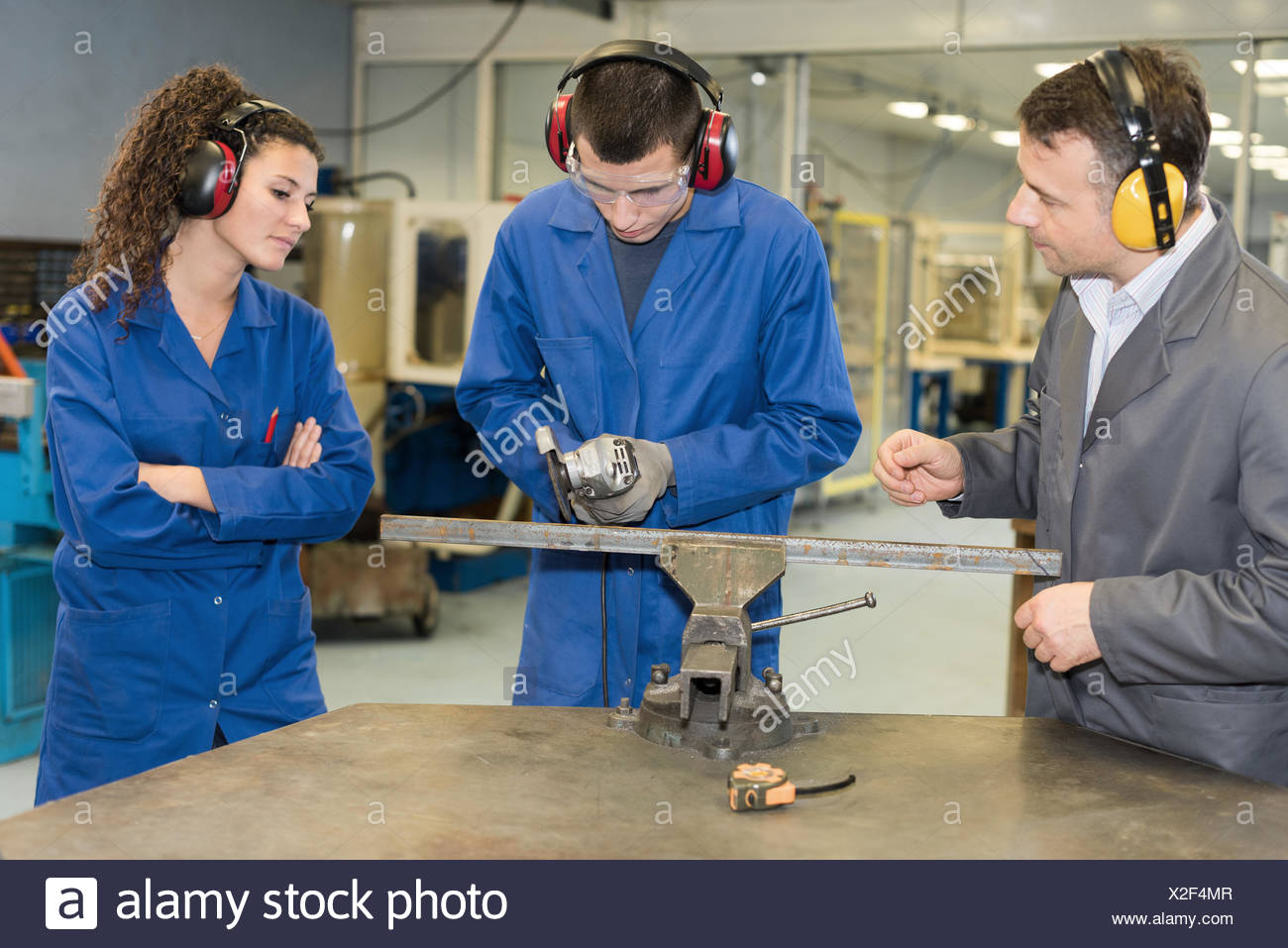 Student using angle grinder - Stock Image